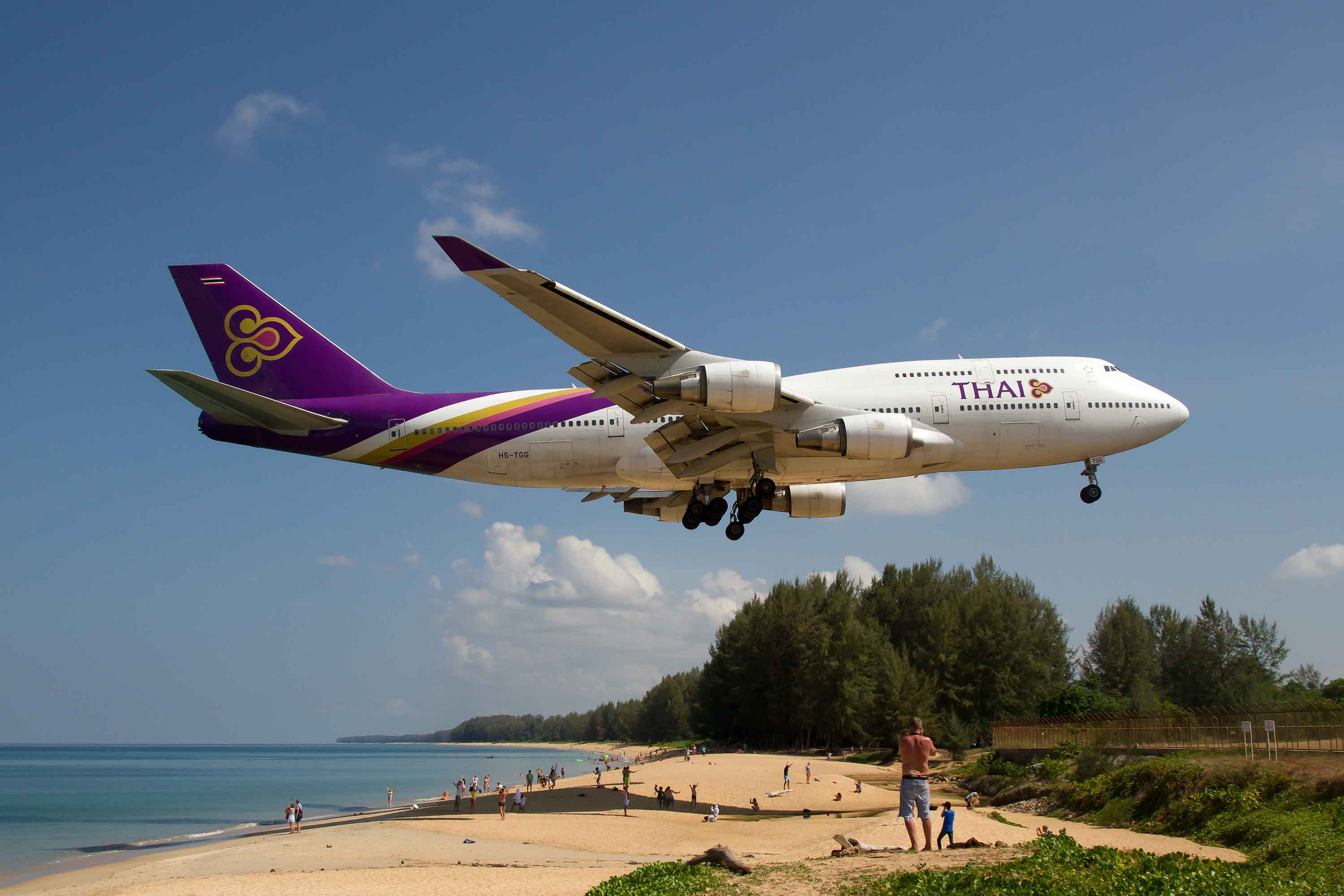 Plane spotting at Mai Khao Beach in Phuket, Thailand: How safe is it
