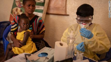 در میان بحران ویروس کرونا ، پیشرفت در مبارزه با ابولا