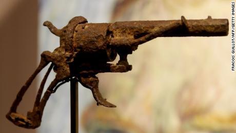 Van Gogh's 'suicide gun' sells for $180,000
