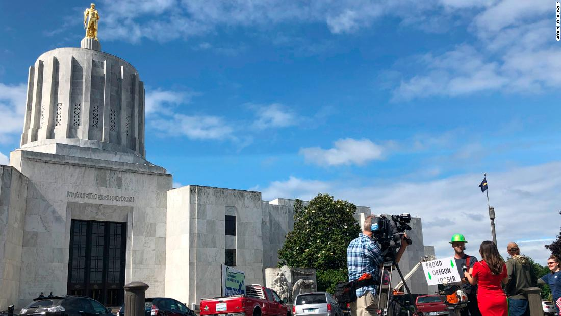Oregon cancels Saturday legislative session for safety threats amid GOP walkout - CNNPolitics