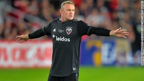 Wayne Rooney marque un but de 70 verges au-delà de la ligne médiane pour DC United