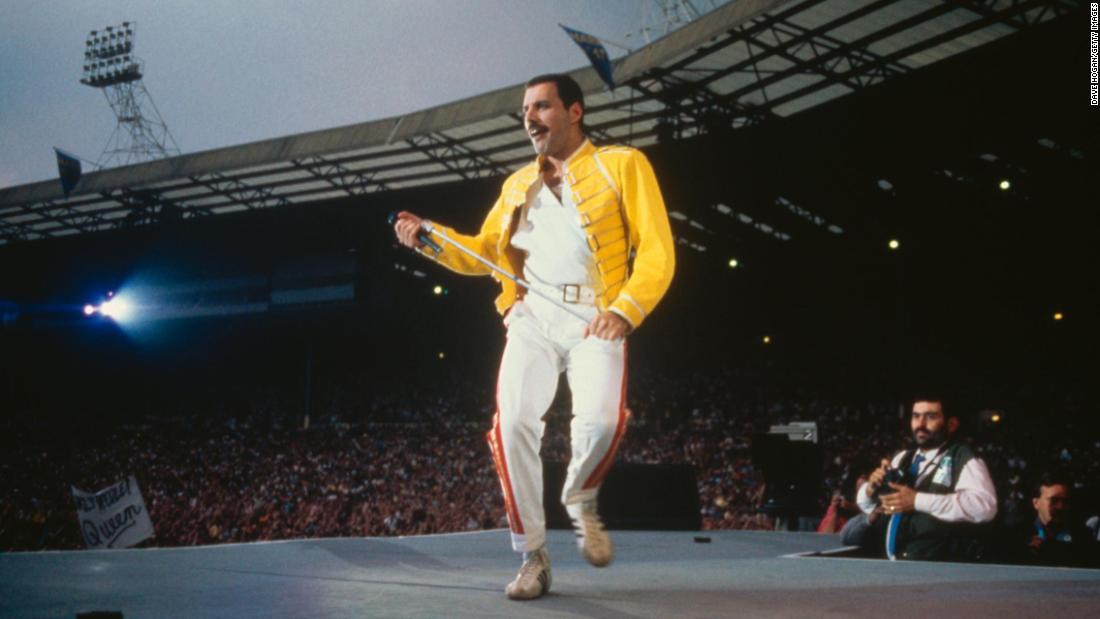 Θυμάμαι όταν Freddie Mercury φορούσε το κίτρινο σακάκι στο Wembley;