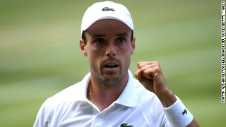 Roberto Bautista Agut took the second set in impressive fashion against Novak Djokovic.