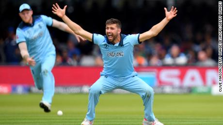 Mark Wood of England appeals for lbw against New Zealand's Ross Taylor.