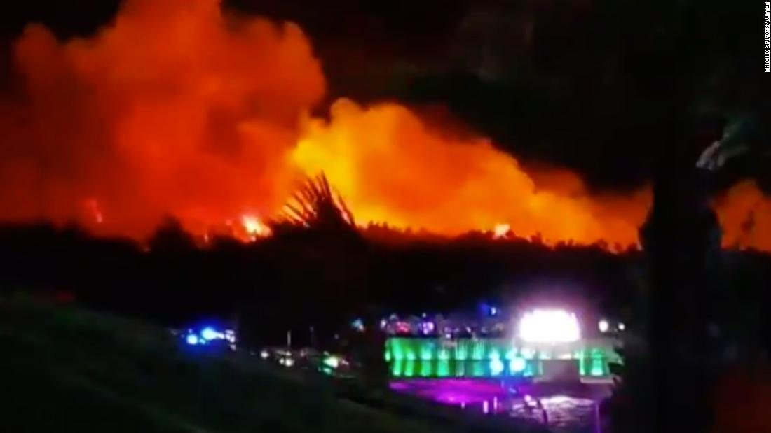 Thousands evacuated as forest fire bears down on Croatia music festival - CNN