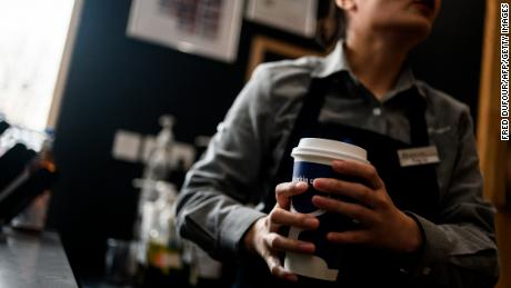 China & # 39; s Luckin Coffee adopts Starbucks in more large markets