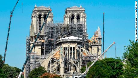 Notre El arquitecto de Dame dice que la ola de calor podría causar el colapso del techo de la catedral