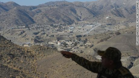 Ten Pakistani soldiers gunned down, military says