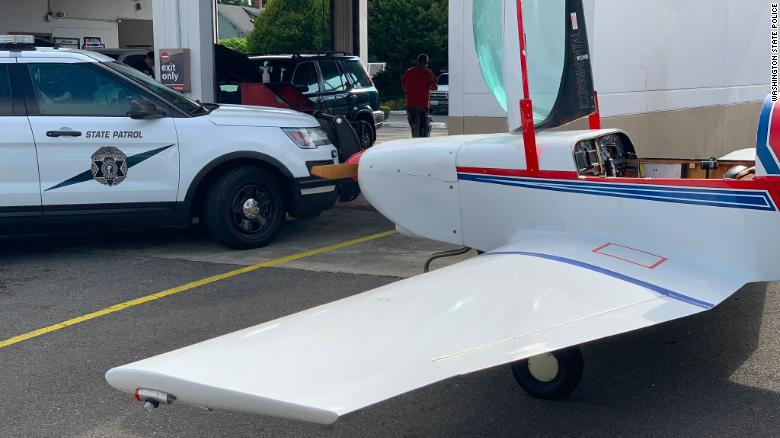Small plane lands on Washington state road, shocking drivers