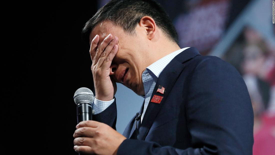 "それ <a href=""https://www.cnn.com/2019/08/10/politics/andrew-yang-gun-violence/index.html"" target=""_blank"">breaks down in tears</A> at a forum about gun safety in August 2019. He became emotional when discussing gun violence prevention with a woman who said she lost her daughter to a stray bullet."