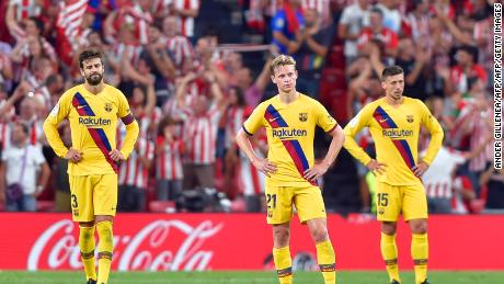 Frenkie de Jong (C) had an impressive debut even if Barca lost.