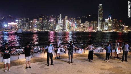 Die Menschenkette in Hongkong drückt Solidarität und Entschlossenheit aus, sagen Demonstranten