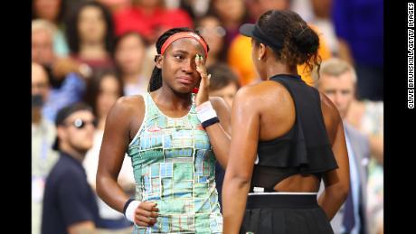Naomi Osaka renforce la défense de son titre à l'Open d'Australie avec une victoire au troisième tour avec Coco Gauff