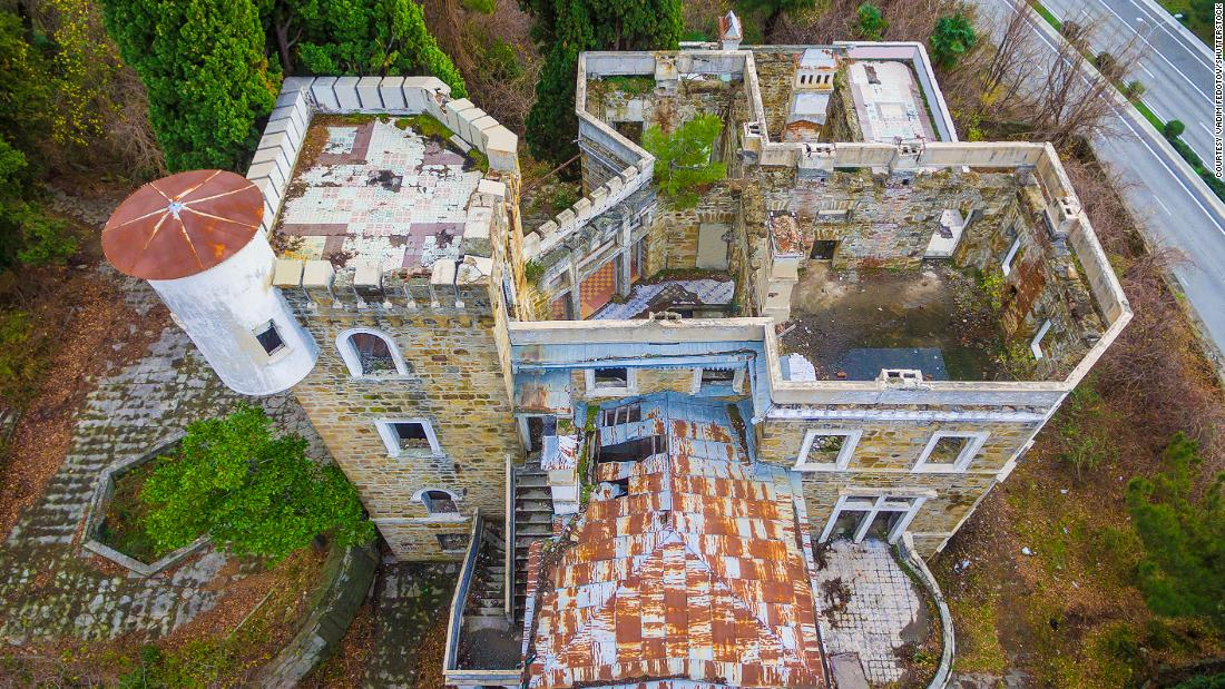 Photos of abandoned palaces from across the world