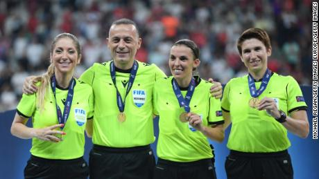 (L-R): Manuela Nicolosi, fourth official,Cüneyt Çakır, Stephanie Frappart and Michelle O Neill pose with their medals following the UEFA Super Cup final.