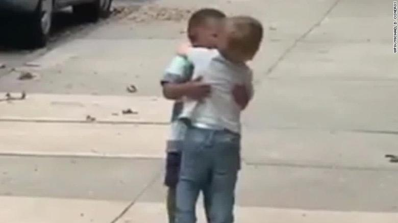 Video of Manhattan toddlers hugging charms the internet