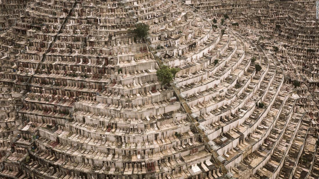 'Dead Space': Photographer captures Hong Kong's dense hillside cemeteries