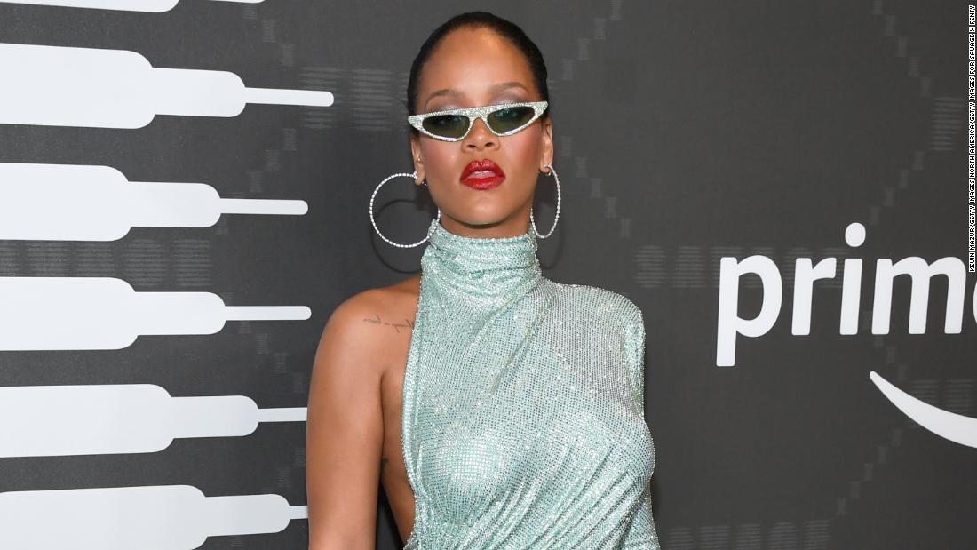 Rihanna lingerie show sungai di Amazon