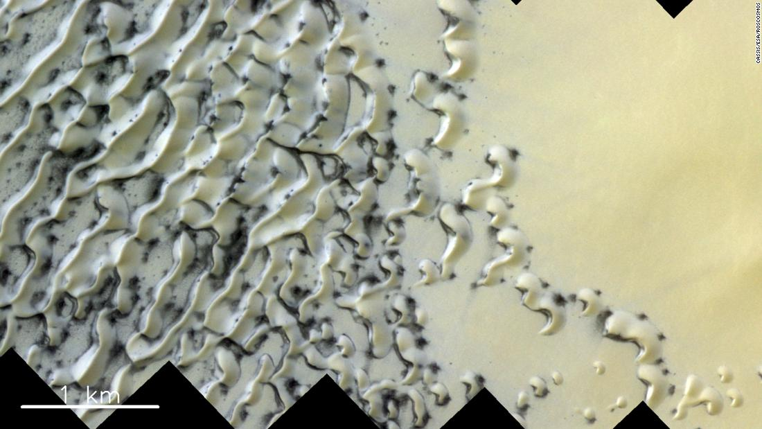 Is that cookies and cream on Mars? No, esso's just polar dunes dusted with ice and sand.