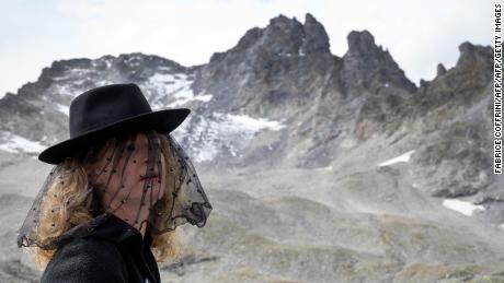Hundreds mourn 'dead' glacier at funeral in Switzerland
