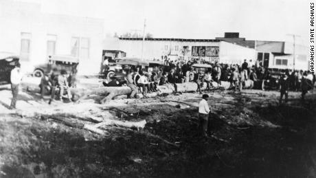 Crowd gathered in Elaine; October 1919