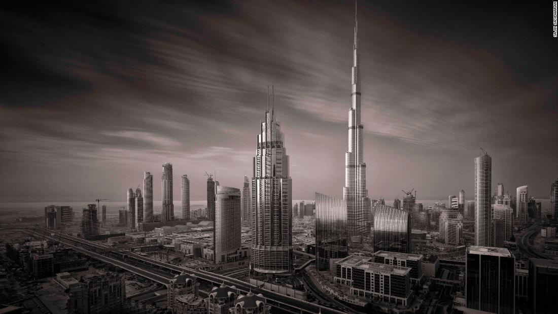 の美しさはドバイ超高層ビルのモノクロ