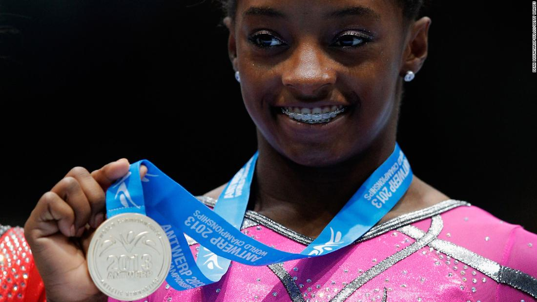 Simone Biles ties Worlds medal record in Stuttgart