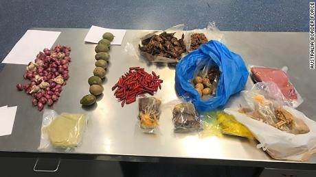 Australia expels Vietnamese tourist caught with raw pork in her luggage