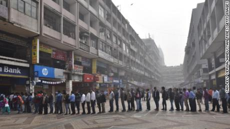 People rushed to withdraw cash from ATMs after the government banned two of India's biggest currency notes in 2016. (Sanjeev Verma/Hindustan Times/Getty Images)