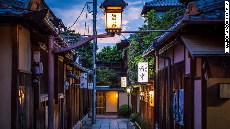 Kyoto's Gion neighborhood cracks down on photography