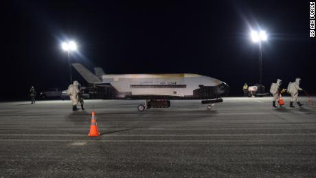 Air Force's mystery space plane lands, ends 2-year mission