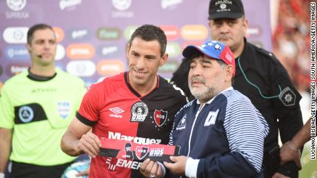 Diego Maradona was presented with a customized captain's armband by Newell's captain Maxi Rodriguez.