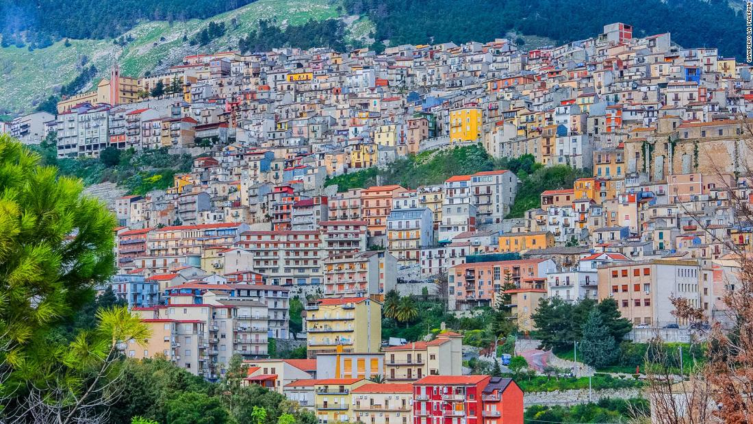Italian town of Cammarata offers free houses to lure new residents