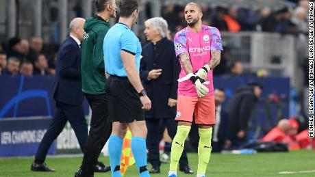 Kyle Walker of Manchester City prepares to go in goal after Claudio Bravo was shown a red card.