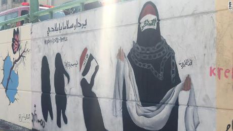 Los murales muestran la difícil situación de las mujeres y madres iraquíes en los últimos 16 años.