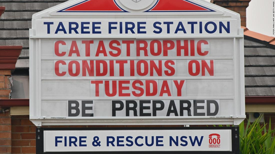 "A sign on a Taree fire station warns of ""灾难性的&报价; fire conditions."