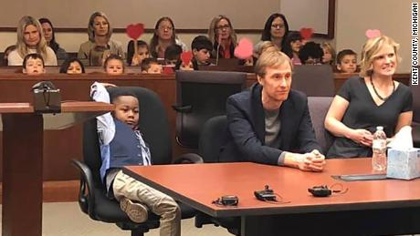Kindergarten class shows up to 5-year-old classmate's adoption hearing