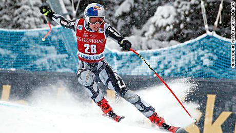 Ester Ledecka remporte sa première course de Coupe du monde de ski avec une victoire en descente à Lake Louise