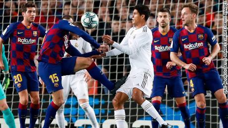Retombées du Clasico: le Real Madrid vise un arbitre, VAR