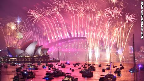 Sydney's famous New Year's Eve fireworks display to go ahead amid bushfire threat