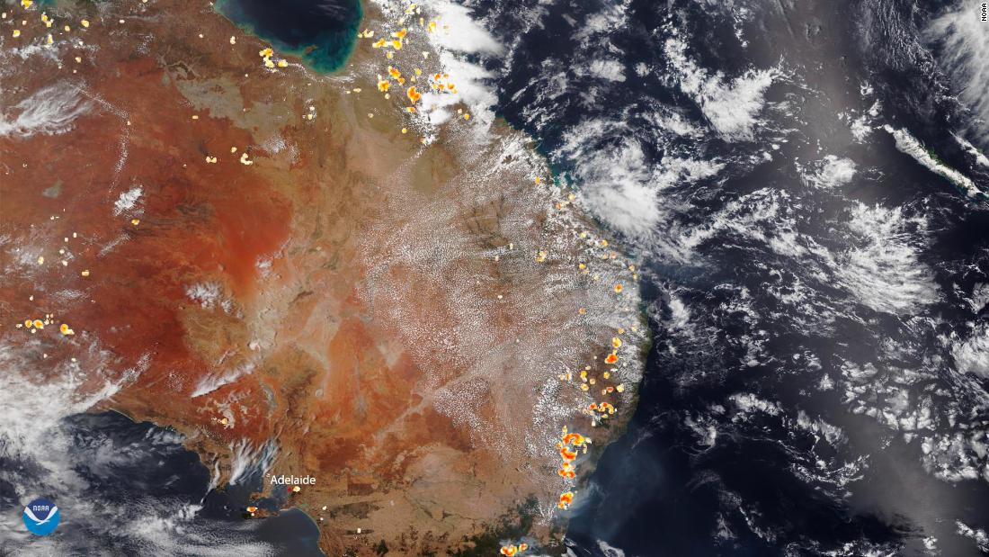 The National Oceanic and Atmospheric Administration (诺阿) captured this satellite image of the historic bushfires burning across Australia on December 26.
