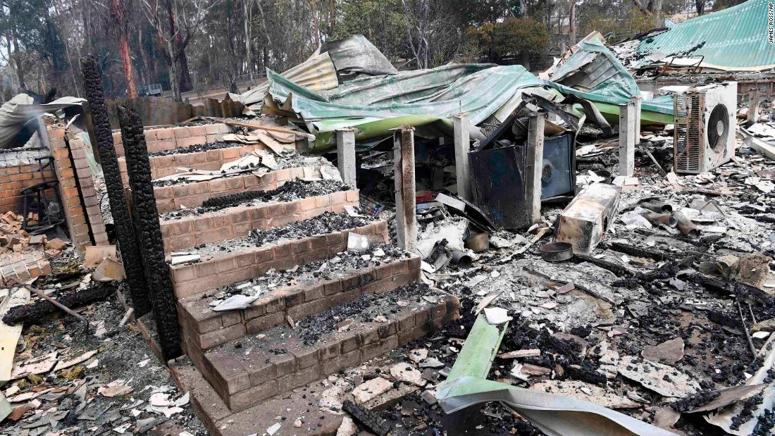 A destroyed home in Sarsfield, East Gippsland, 维多利亚州, 在十二月 31.