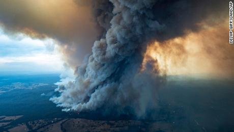 Brief weather break for Australian bushfires