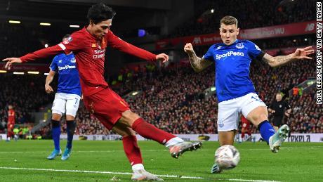FA Cup: L'adolescent Curtis Jones aide Liverpool à battre Everton avec un objectif sensationnel