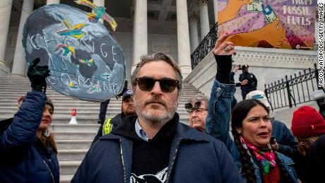 Joaquin Phoenix et Martin Sheen arrêtés lors des manifestations hebdomadaires de Jane Fonda contre le changement climatique