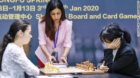 L'arbitre iranien d'échecs Shohreh Bayat a toujours peur de rentrer chez lui suite à la controverse sur le foulard