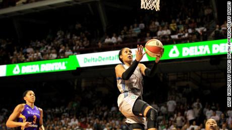 """Kobe Bryant soutient les femmes pour jouer en NBA """" en ce moment ''"""