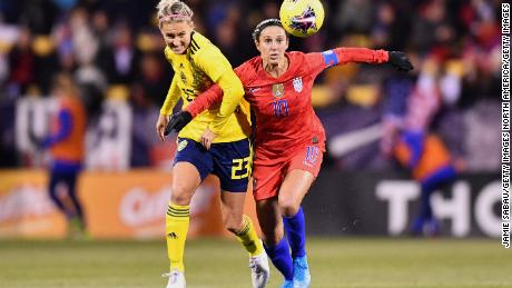 Lloyd battles with Emma Kulberg of Sweden.