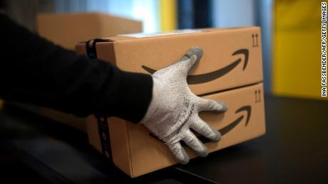 An internal Amazon memo shows how closely it's tracking coronavirus data at warehouses