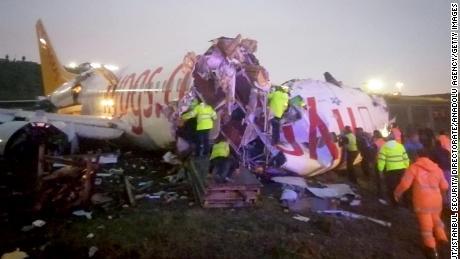 I pubblici ministeri turchi convocano i piloti dopo l'aeromobile e li tagliano in tre pezzi